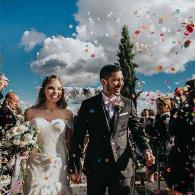 salida perfecta de una pareja feliz en Boda en valquijancho de araceli foto por Velas Studio