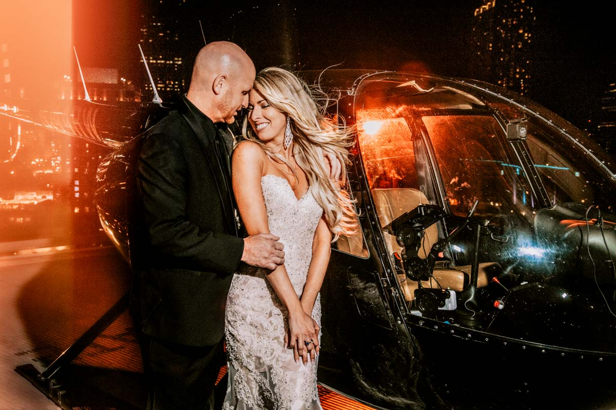 Helicopter Wedding Exit, Skyline Atlanta Wedding View, Couple Kissing on Rooftop | Ventanas – Atlanta, GA