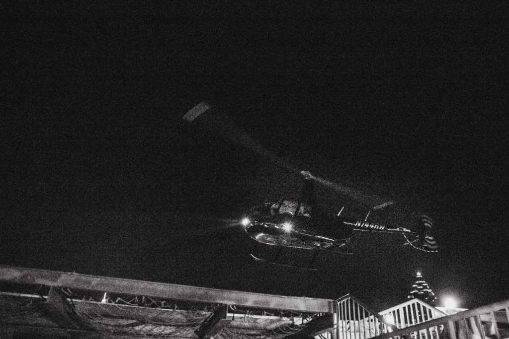 Helicopter Wedding Exit, Skyline Atlanta Wedding View, Couple Kissing on Rooftop | Ventanas – Atlanta, GA