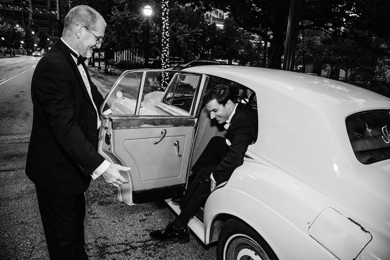 groom car
