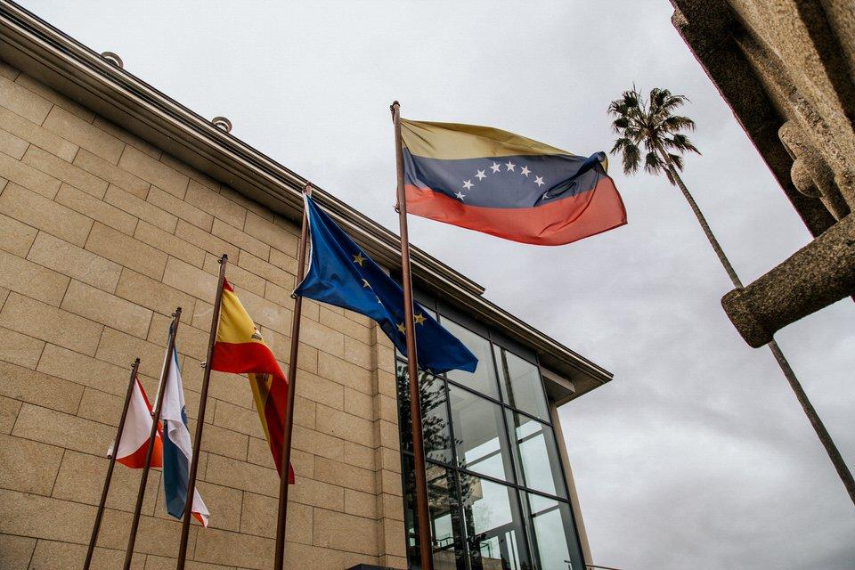 Hotel Pazo los Escudos bandera de Venezuela