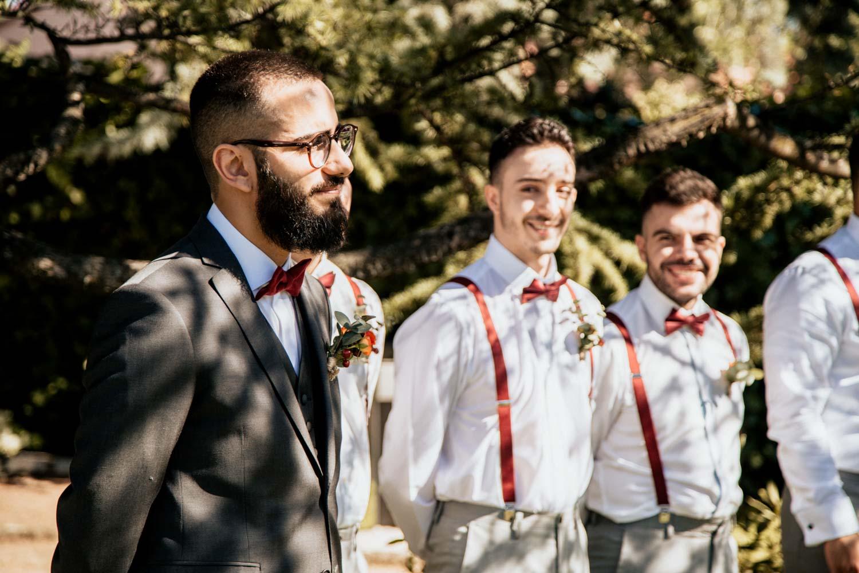 novio viendo a la novia