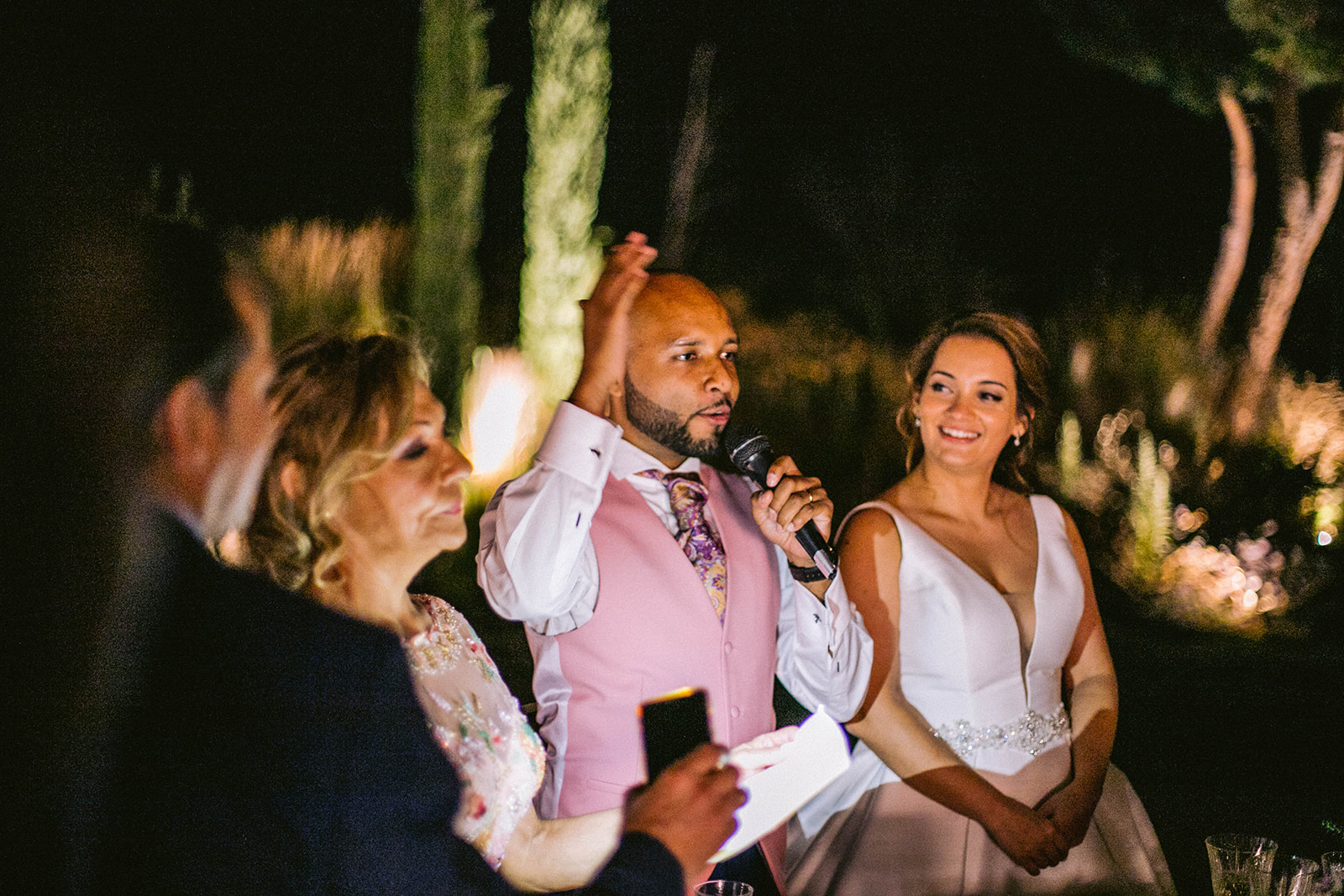 novio dando unas palabras en la boda