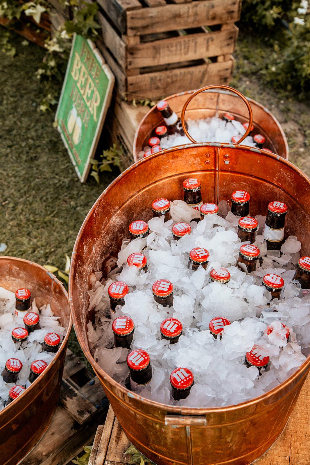 cervezas en Pabellon de Caza Castillo de Viñuelas Madrid Rocio & Marcos