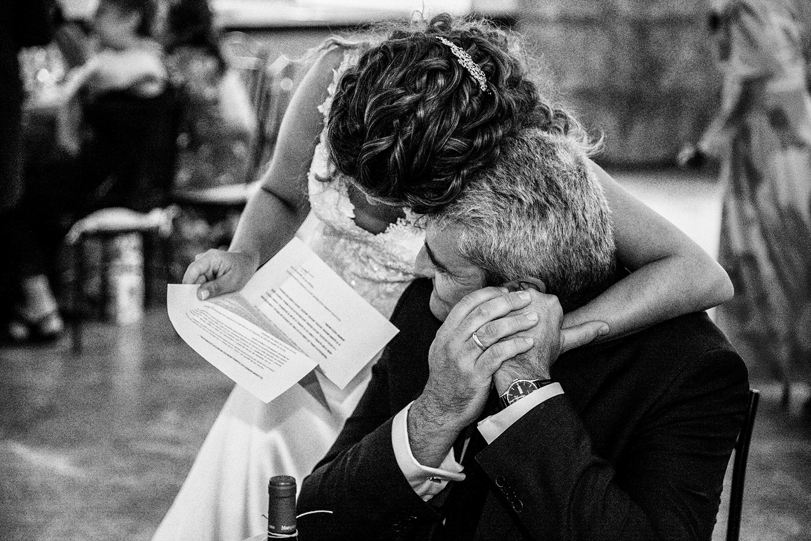 novia leyendo carta