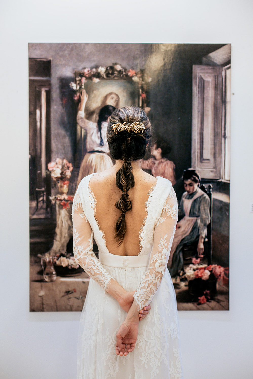 la novia frente al cuadro