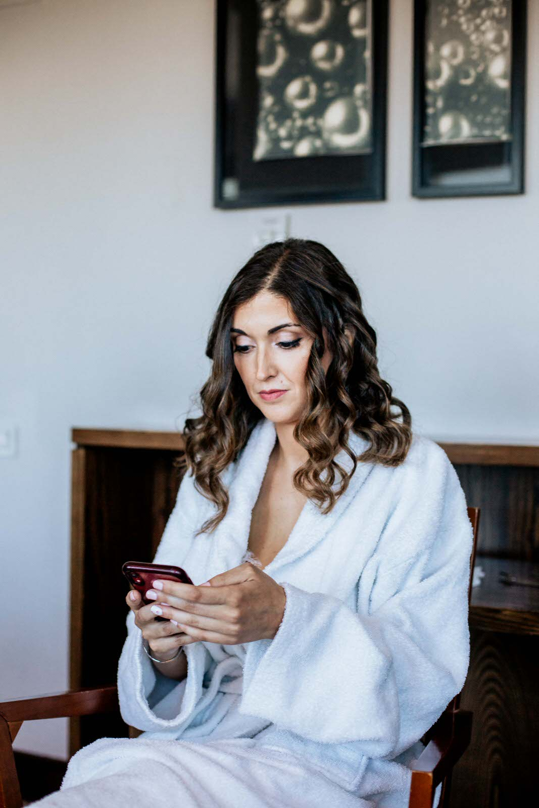 retrato de la novia en los preparativos